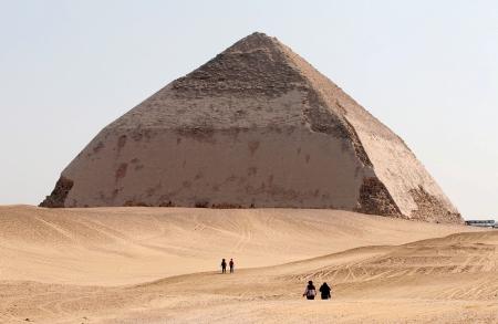 La Piramide Romboidale