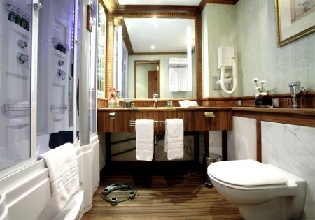 Sonesta St. George Bathroom