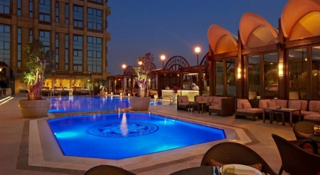 Four Seasons Hotel Poolside Bar