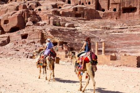 Passeio de camelo em Petra