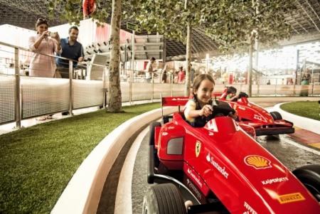 Abu Dhabi Ausflug mit Ferrari World ab dem Dubai Hafen