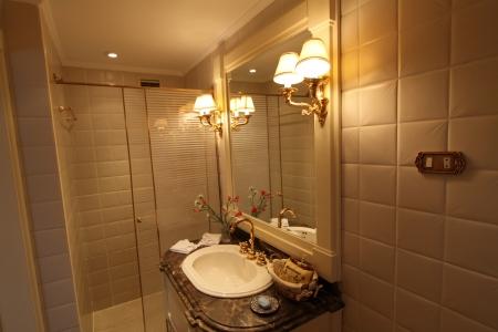 Rois Dahabiya Bathroom