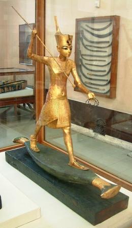 Tutankhamun Harpooning Statue, Egyptian Museum