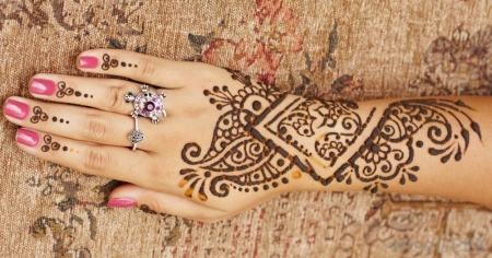 Henna Painting in Dubai Desert