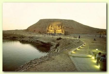 Abu Simbel und Safari Tour ab Assuan.