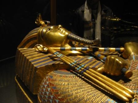 Caixão de ouro de Tutancâmon no Museu Egípcio, Cairo