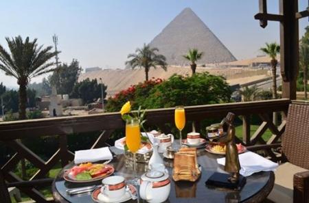 Memorable Breakfast at the Pyramids