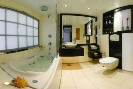 Movenpick Royal Lily Bathroom inside the Cabin