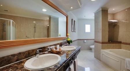 Maritim Royal Peninsula Bathroom