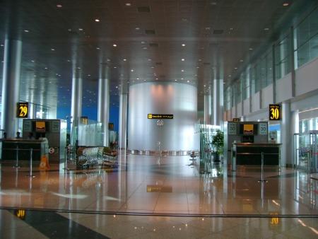 ドバイ国際空港の中