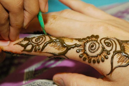 Henna Painting folklore in Abu Dhabi