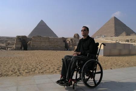 Rollstuhlfahrer in Kairo