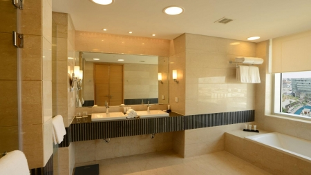 Le Meridien Cairo Airport Bathroom