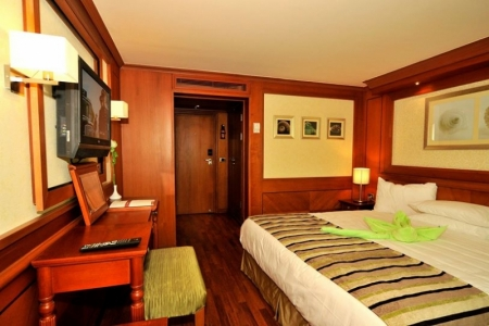 Double Cabin With King Size Bed