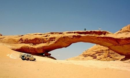 自然の岩の橋、ワディラム