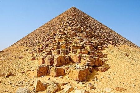 La Piramide Rossa, Necropoli di Dahshur