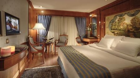 Sonesta St. George King Size Bed Cabin