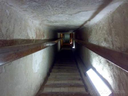 La Pirámide de Kefrén por dentro.