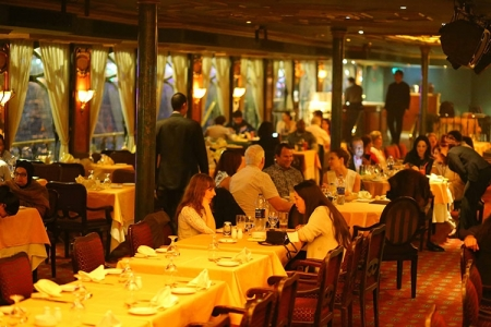 Cena a bordo del crucero Nile Maxim por el Nilo